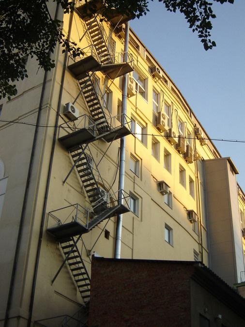 Вертикальные пожарные лестницы  изготовление и монтаж на